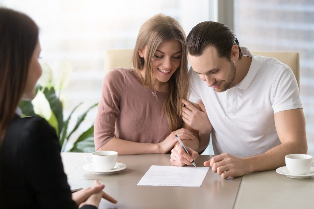 Couple signing home offer